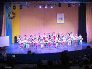 Учасників зльоту вітає хореографічний ансамбль Радість