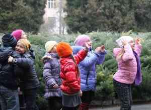 Дети провожают шарики ЭКОкласс в полет