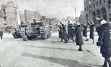 Кияни зустрічають радянських танкістів. Листопад 1943 р.