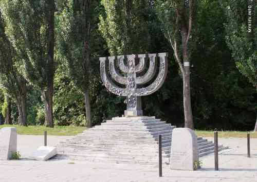 Пам'ятники загиблим у Бабиному Яру